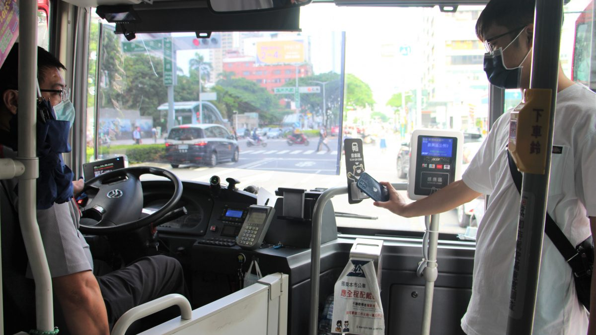 高雄市公車搭乘環境再優化! 小調整大感動