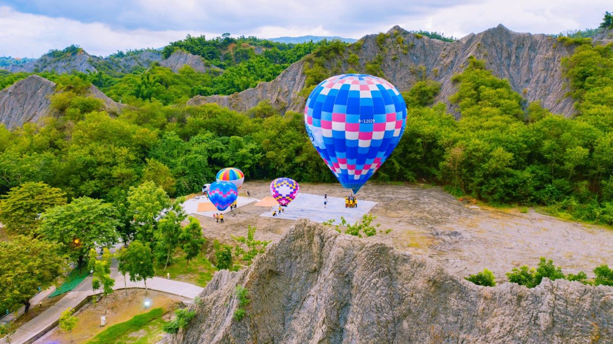 免出國就美到哭 搭熱氣球升空看見絕美港都!