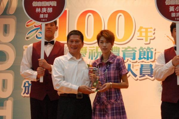 高雄市合併首辦慶祝體育節活動  58人獲頒獎表揚