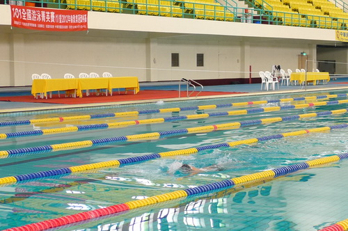 史上最冷! 游泳菁英賽52人比