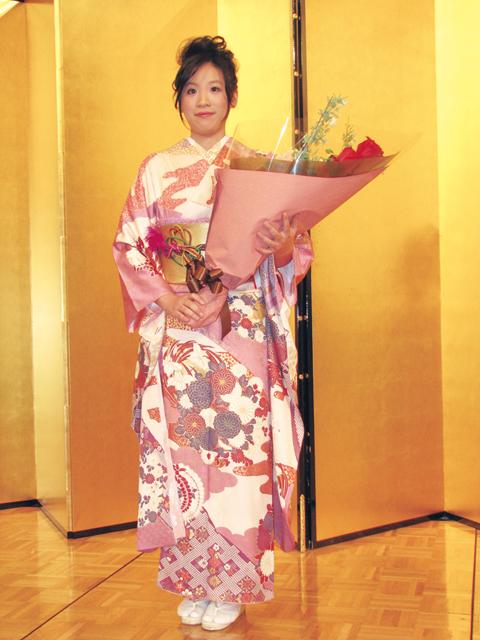 獲頒名譽女流本因坊 謝依旻粉紅和服驚豔