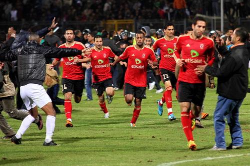 這是戰爭!埃及足球暴動至少74死