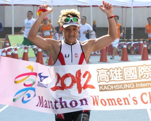 2012高雄國際馬拉松 李筱瑜摘后
