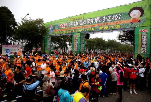高雄國際馬拉松 3萬人下場創新高