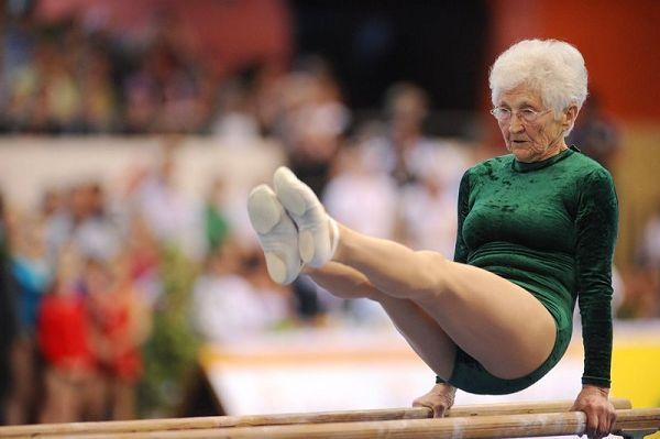 腰骨真正軟Q 86歲嬤在世界盃完成自由體操