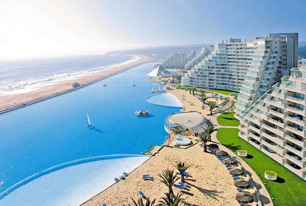 全世界最大的游泳池