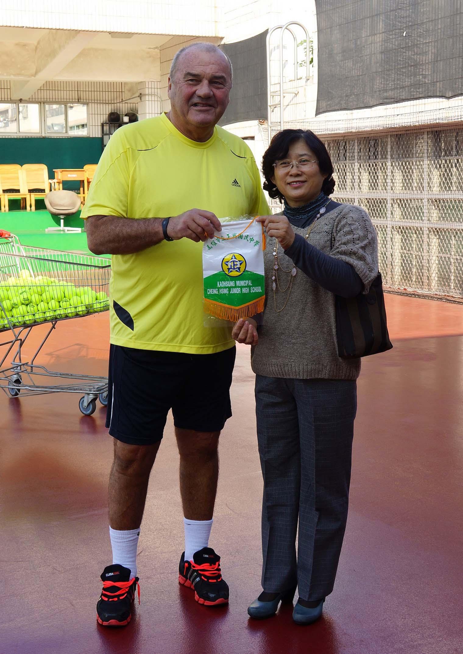 加拿大網球教父正興國中開講