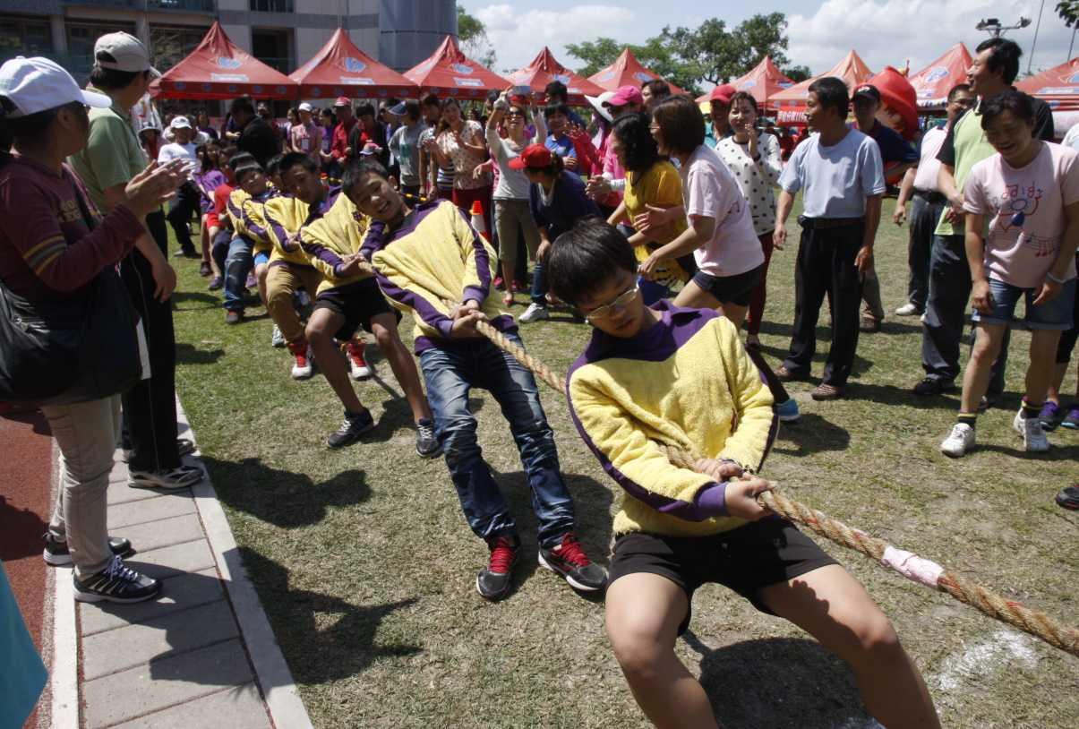 高雄市體育季壓軸梅芋竹創意拔河競賽