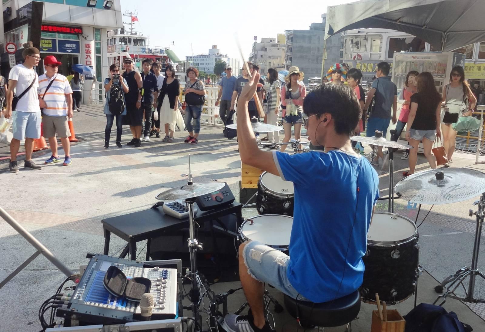 鼓山輪渡站、愛之船國賓站,周末假日午后進駐街頭藝人