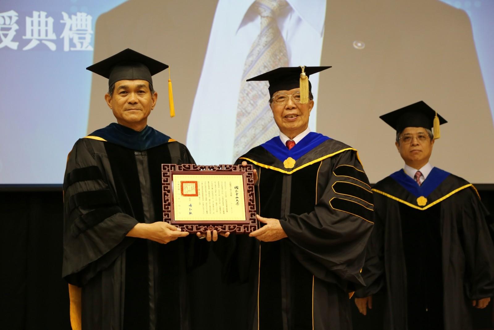40年深耕高階化材 80歲張瑞欽獲中山名譽工學博士