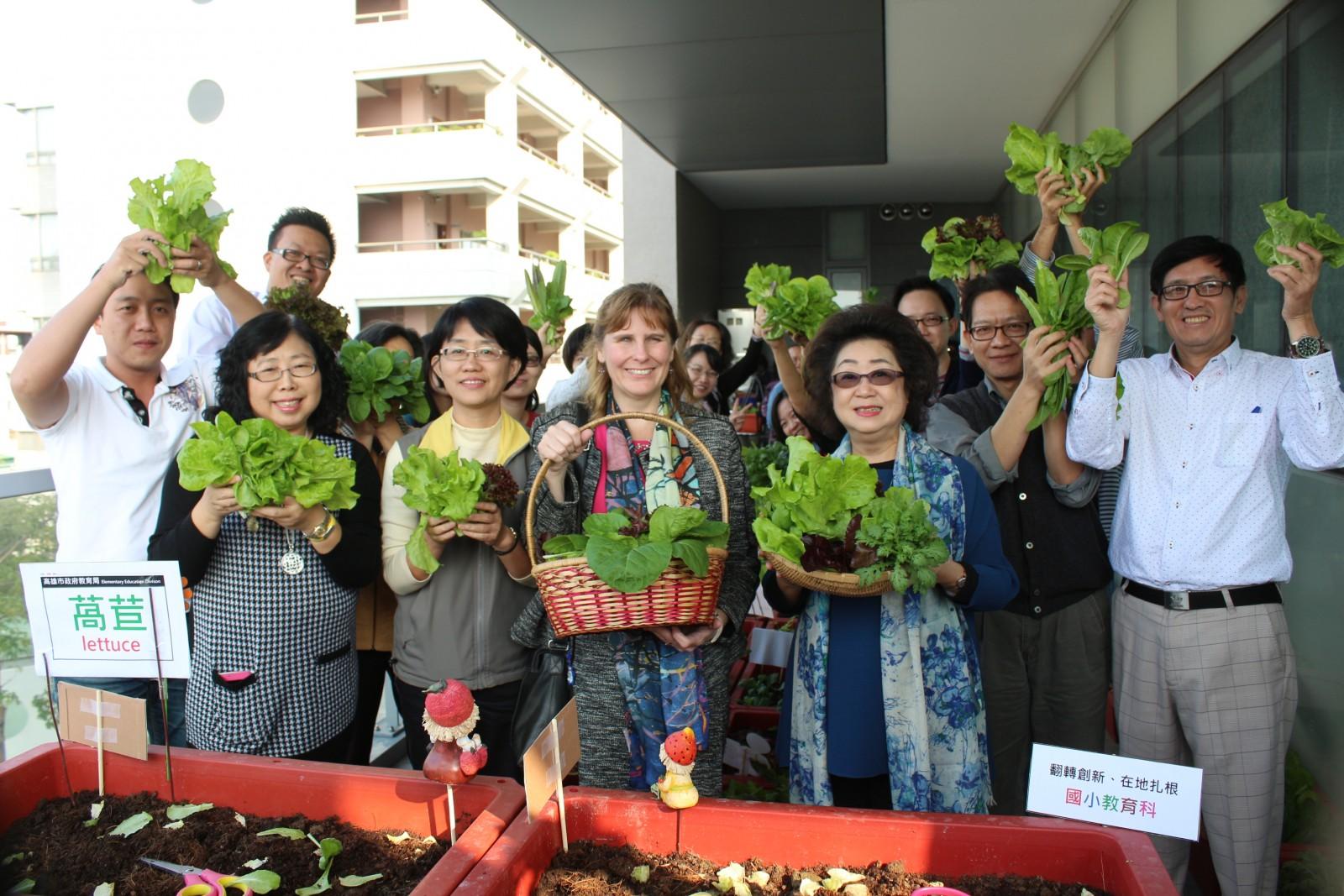 簡單種、趁鮮採、教育局打造辦公環境可食綠景