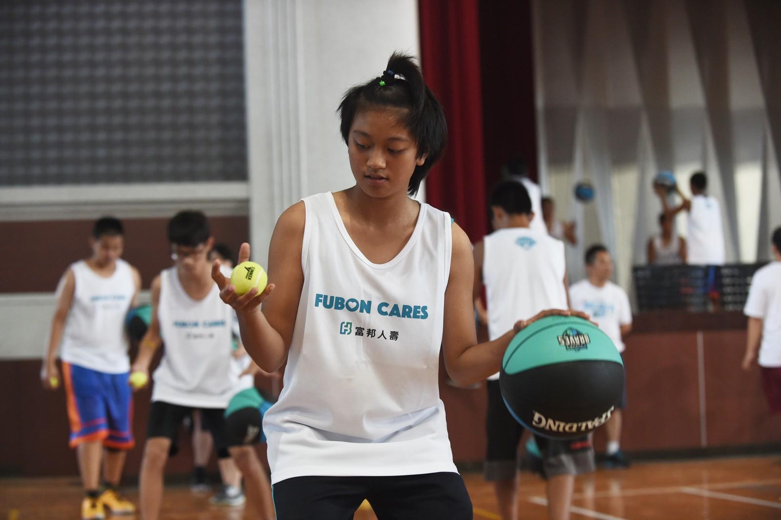 富邦公益籃球營走入偏鄉鼓勵孩子勇敢追夢