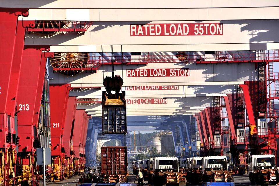 高雄港貨櫃裝卸量連4年破1000萬TEU