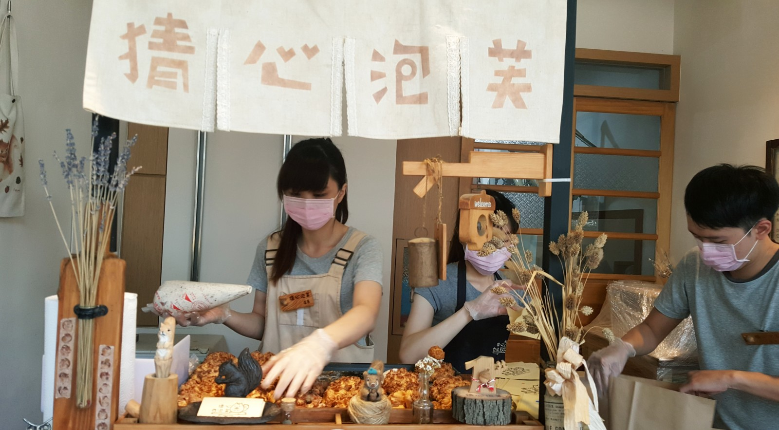 吃貨魂》人氣猜心泡芙,每日口味限定發售,猜猜泡芙的心口味特別。
