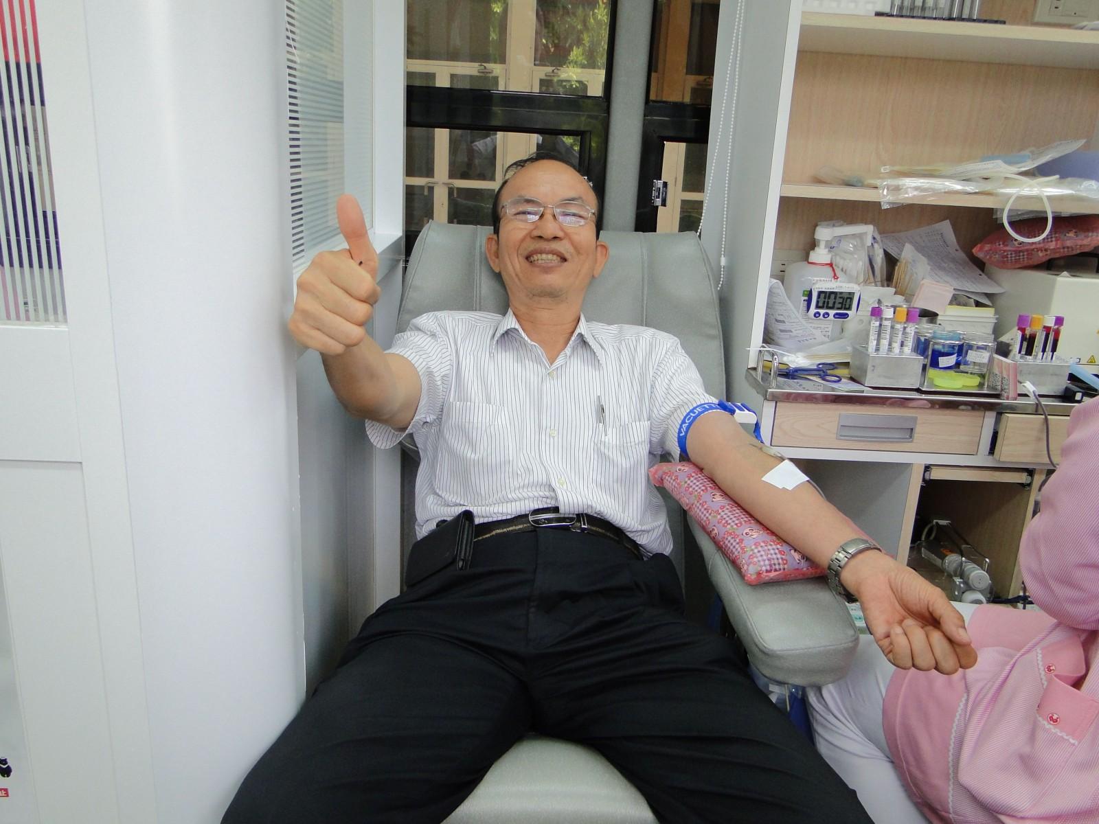 愛心無限 中油煉製事業部挽袖捐血救人