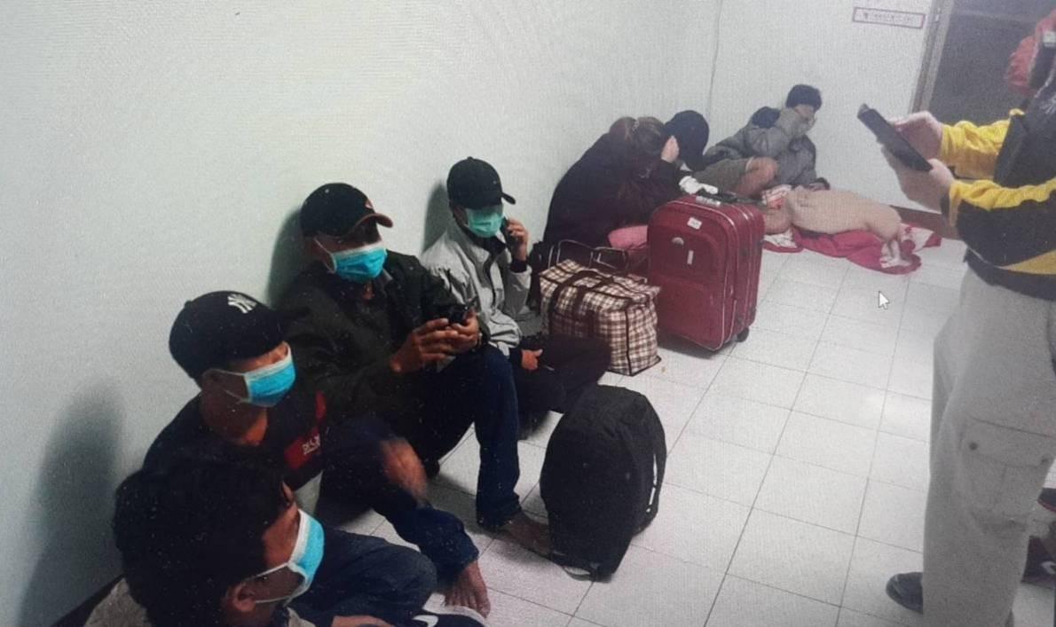 6外國人逾期居留躲大樓警一網打盡