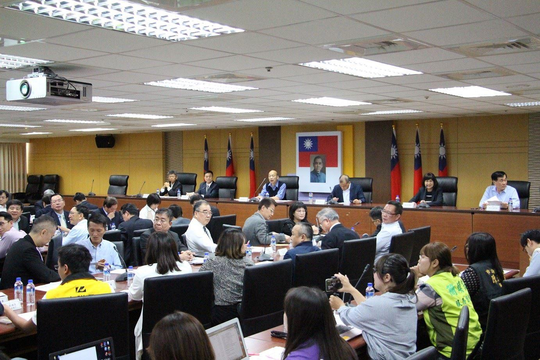 高雄市兩岸小組會議正式啟動 韓國瑜:為高雄經濟找出口