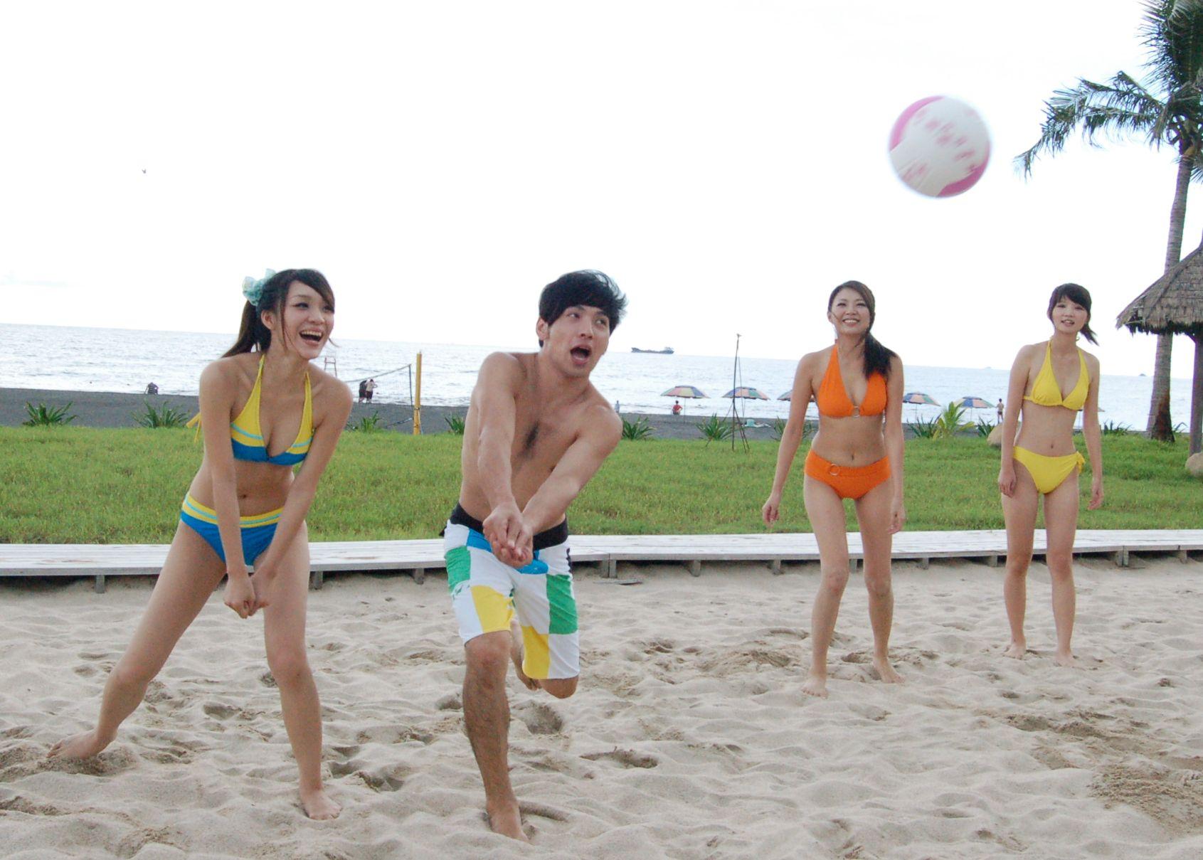 美女沙灘排球