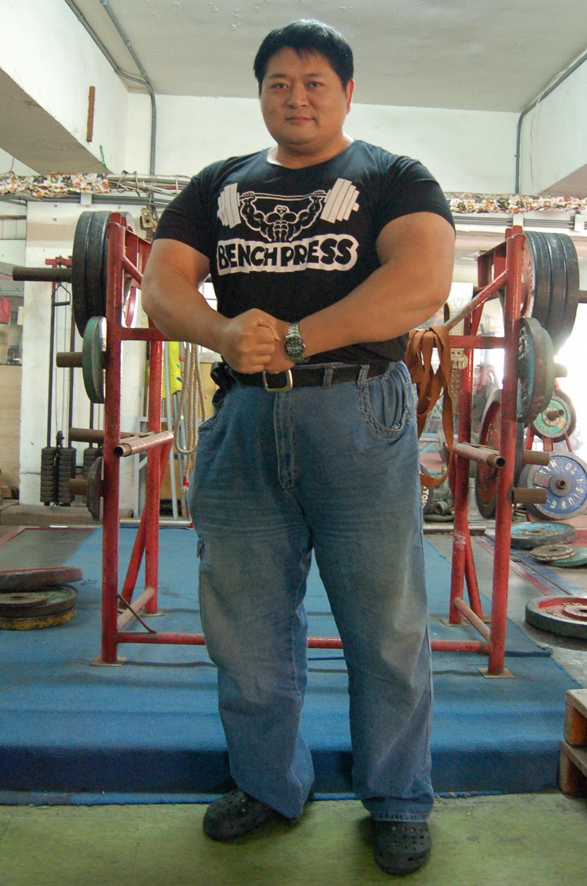 台灣大隻佬 健力舉破900公斤