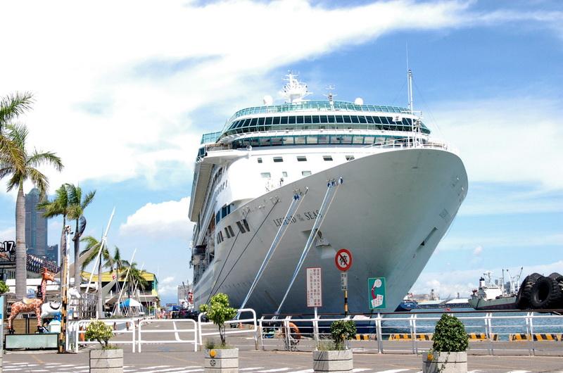 海洋神話號造訪高雄港